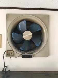 弊社2階の換気扇