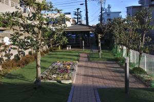 マンションの公共庭。広くはないけどいつも綺麗にしてあります。